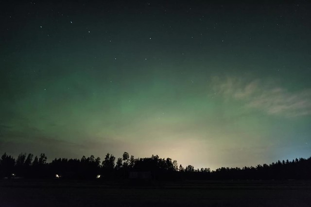 Northern lights vs. the clouds