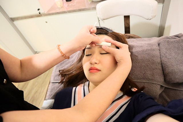 LA VIDA: Shaping my brows