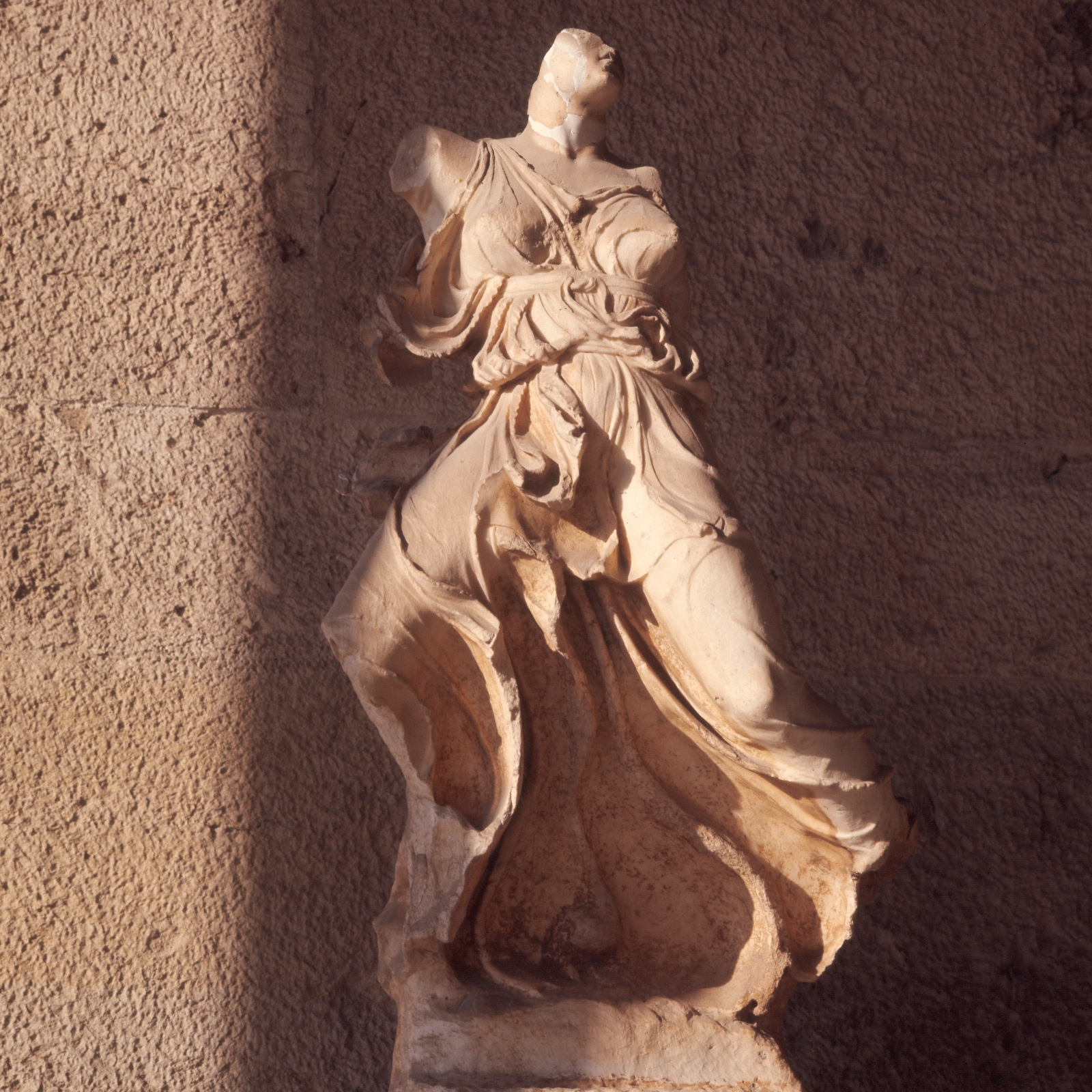 Афины. Музей Агоры. Крылатая Ника, конец V века до н.э.