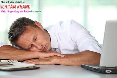 Mệt mỏi ngay khi sức khỏe bình thường có thể là dấu hiệu sớm của nhồi máu cơ tim