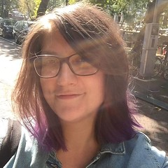 Yesterday I got some purple back into my life. Thanks to Esther @vintagehairstyling! #purplehair #dipdye #newhairwhodis #selfie #sun #ladywithglasses