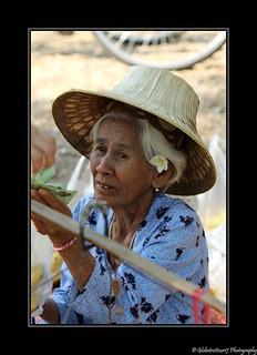 Vieille femme vendeuse d'ananas- Sukhothai-Thailand- Thaïlande
