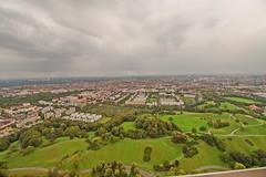 Hoch oben auf dem Olypiaturm München