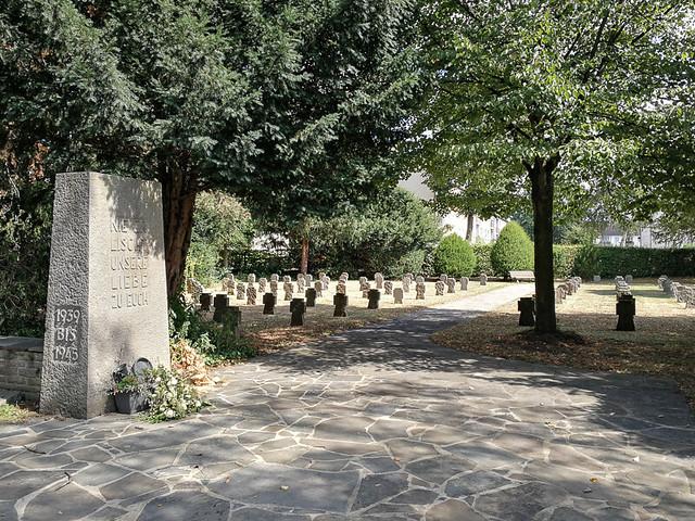 Военное кладбище в Хеннефе