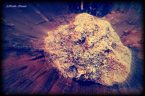 Fui como una piedra qué tiraron al mar y perdio su centro.al cabo de mucho tiempo mi centro recobre. #picsart #iphonex #fotomovil #fotosiphone #fotosurbanas