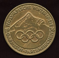 1936 winter Olympics Bronze Participation Medal obverse