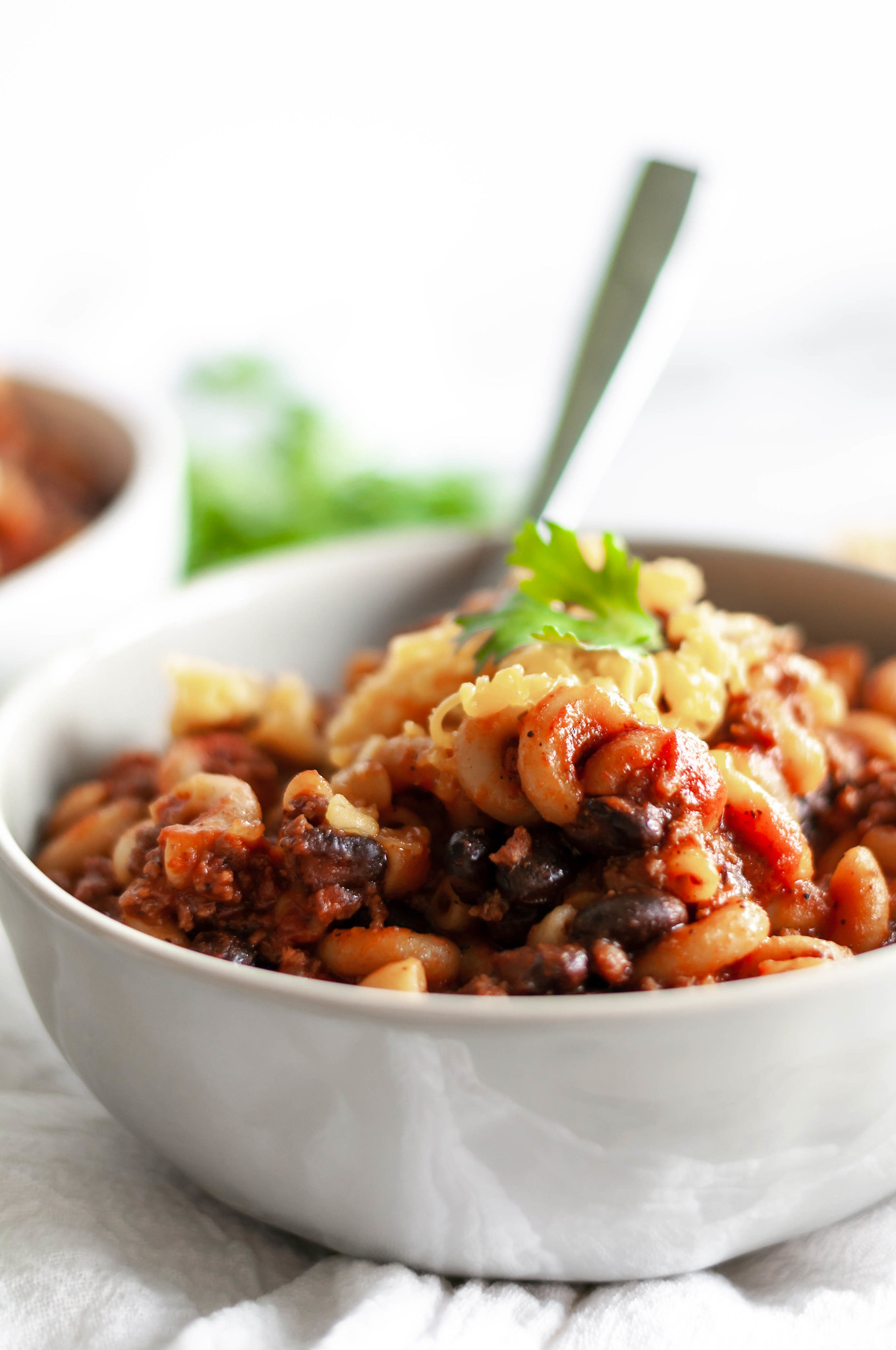 One Pot Chili Mac is the best weeknight meal for fall. Less than 30 minutes, one pot and packed full of flavor.