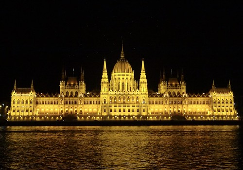 The Hungarian Parliament, yet another night view.