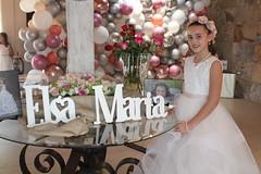 Elsa María recibe por primera vez la eucaristía
