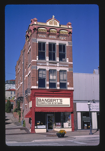 Banert Computers, Jefferson Street, Burlington, Iowa (LOC)