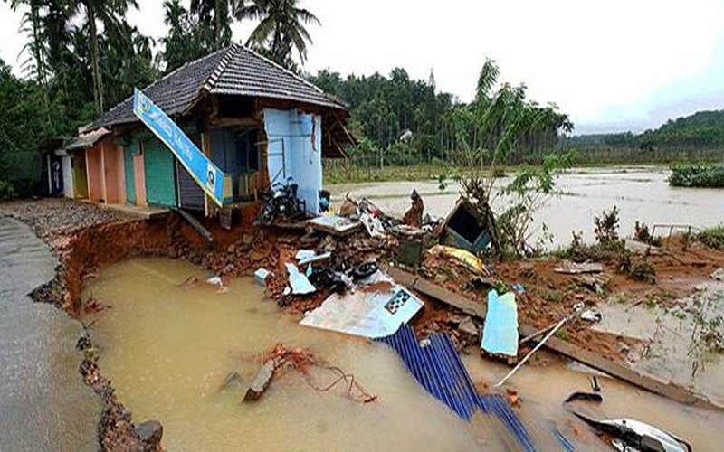 बाढ़ के कारण केरल को भारी क्षति हुई है