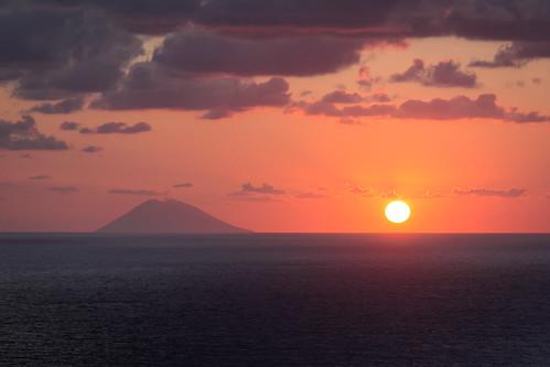 lo Stromboli al tramonto