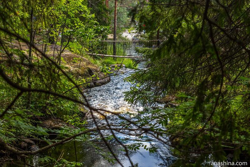 Веревочный мостик, Рускеальские водопады