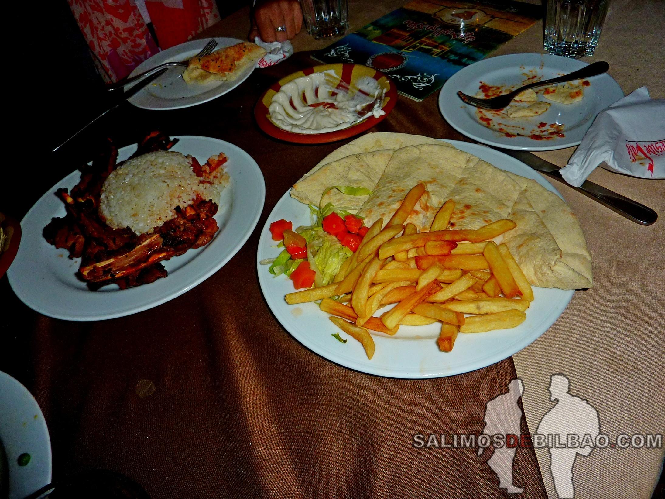 0391. Cena en el Restaurante Al-Qalaa, Parque Al-Azhar, Cairo