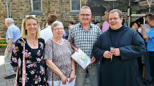Verabschiedung P. Timotheus, OSB, mit dem Vorsitzendes des Kapellenvereins, Gerhard Michels, Rosemarie Schmitt und Petra Schmidgen