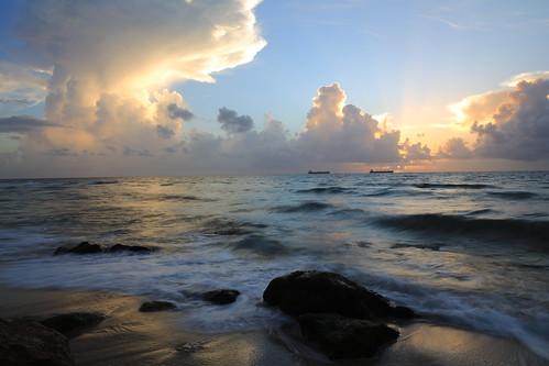 florida fortlauderdaleflorida atlanticocean a1a ocean sunrays sunrise sunbeams shipping sea