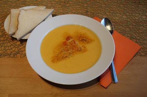 Amerikanische Kürbissuppe (mein erster Teller)