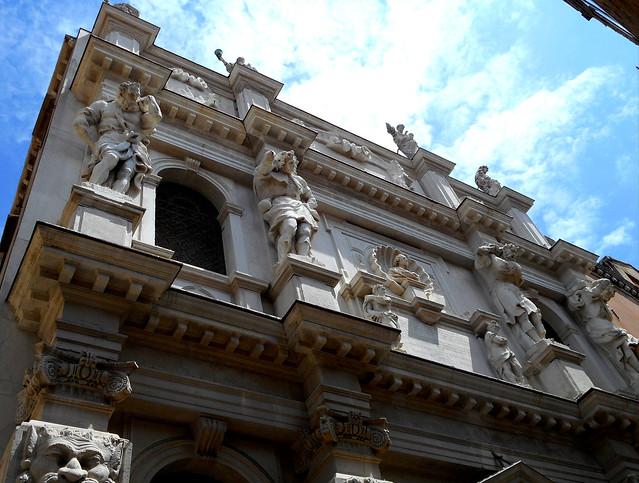 The four telamones with the bust of Bartolomeo Carnioni - Santa Maria dei Derelitti or