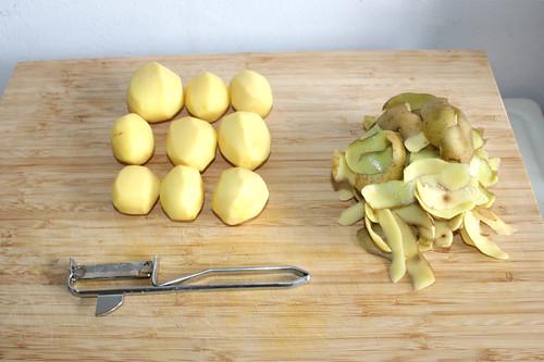 19 - Kartoffeln schälen / Peel potatoes