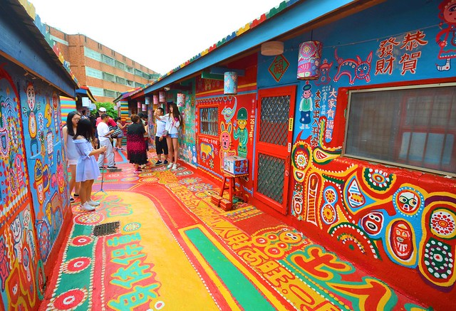 taiwan high speed rail rainbow village