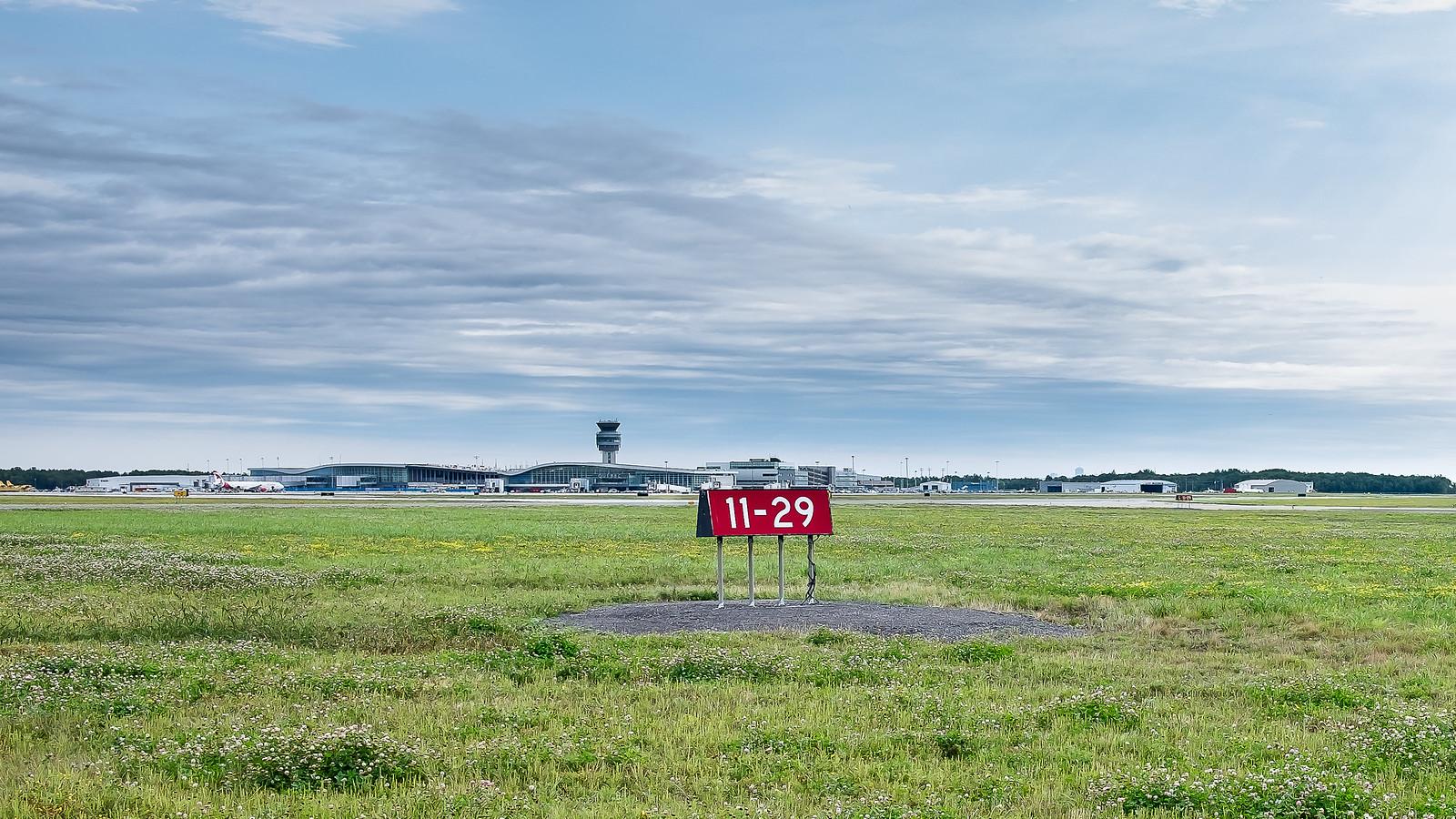 YQB (Aéroport de Québec) 44374198032_0acb8a3556_h