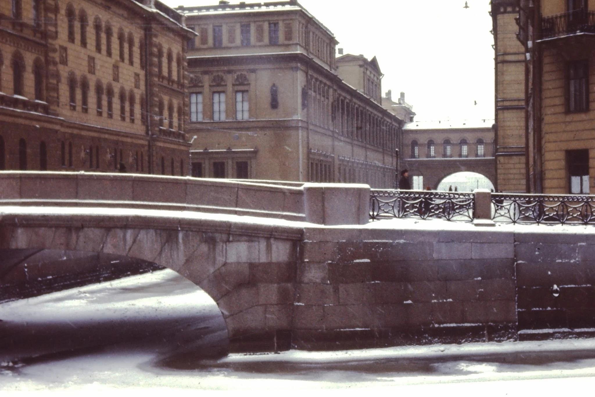 31. Мост через зимний сад (Мойка и Нева) между Зимним дворцом и Эрмитажем