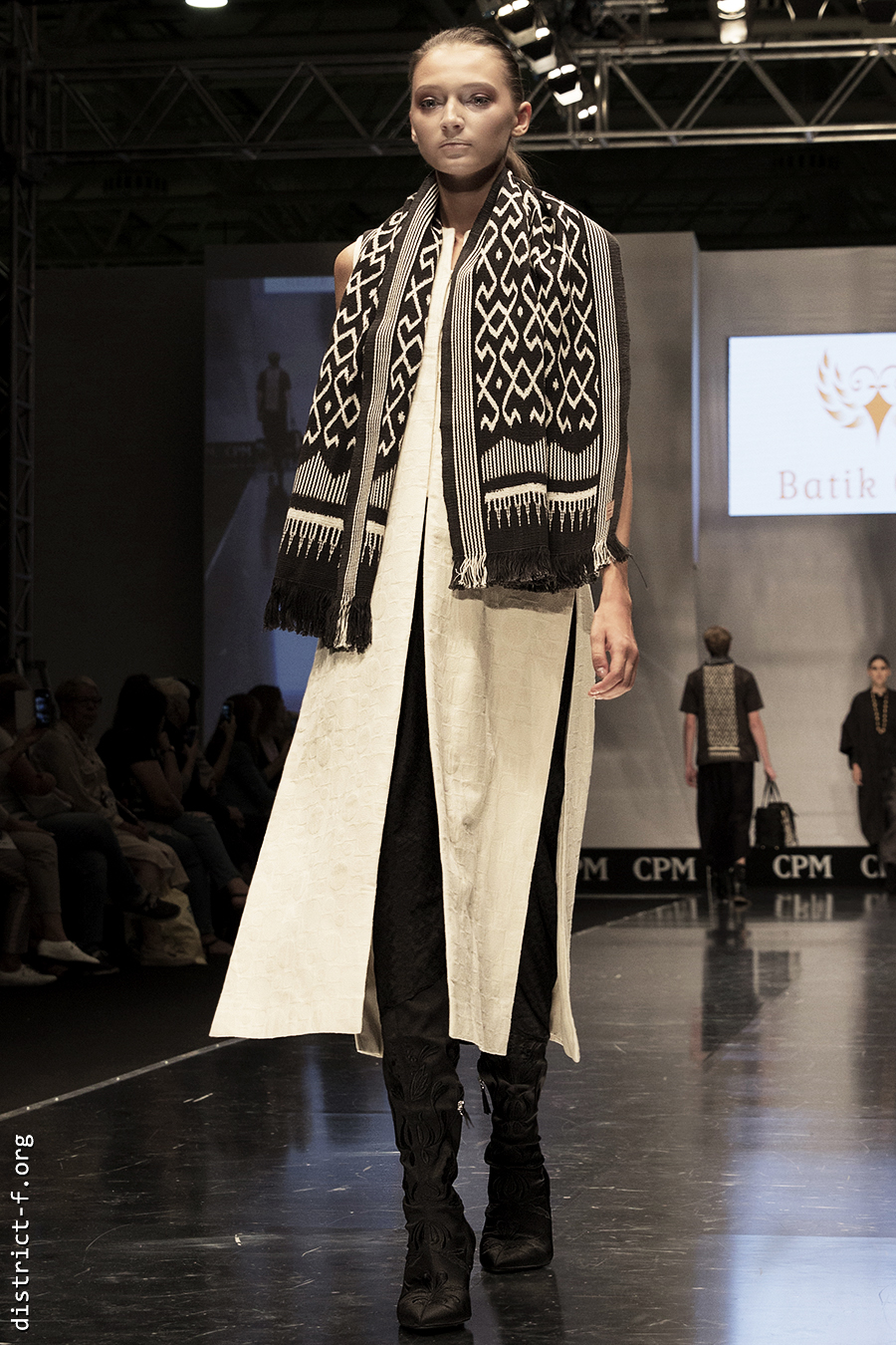 DISTRICT F — Collection Première Moscow SS19 — Indonesia er5tg