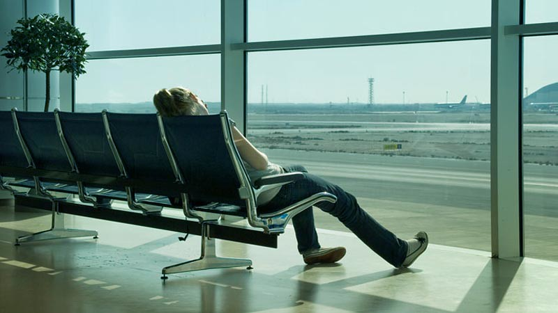 Jet lag dapat diatasi dengan mengatur jam biologis tubuh.