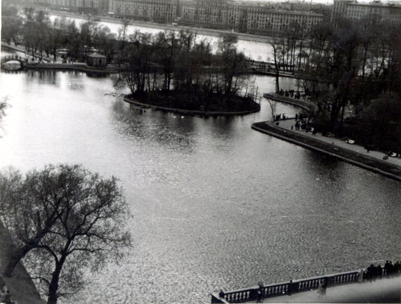 1961. Парк Горького с колеса обозрения