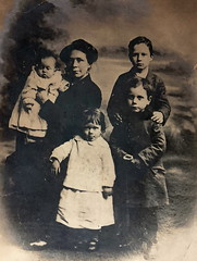 Frances Page and her children, 1919