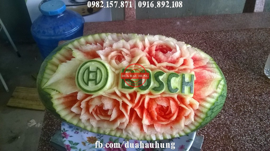 Dưa hấu khắc Logo công ty Bosch