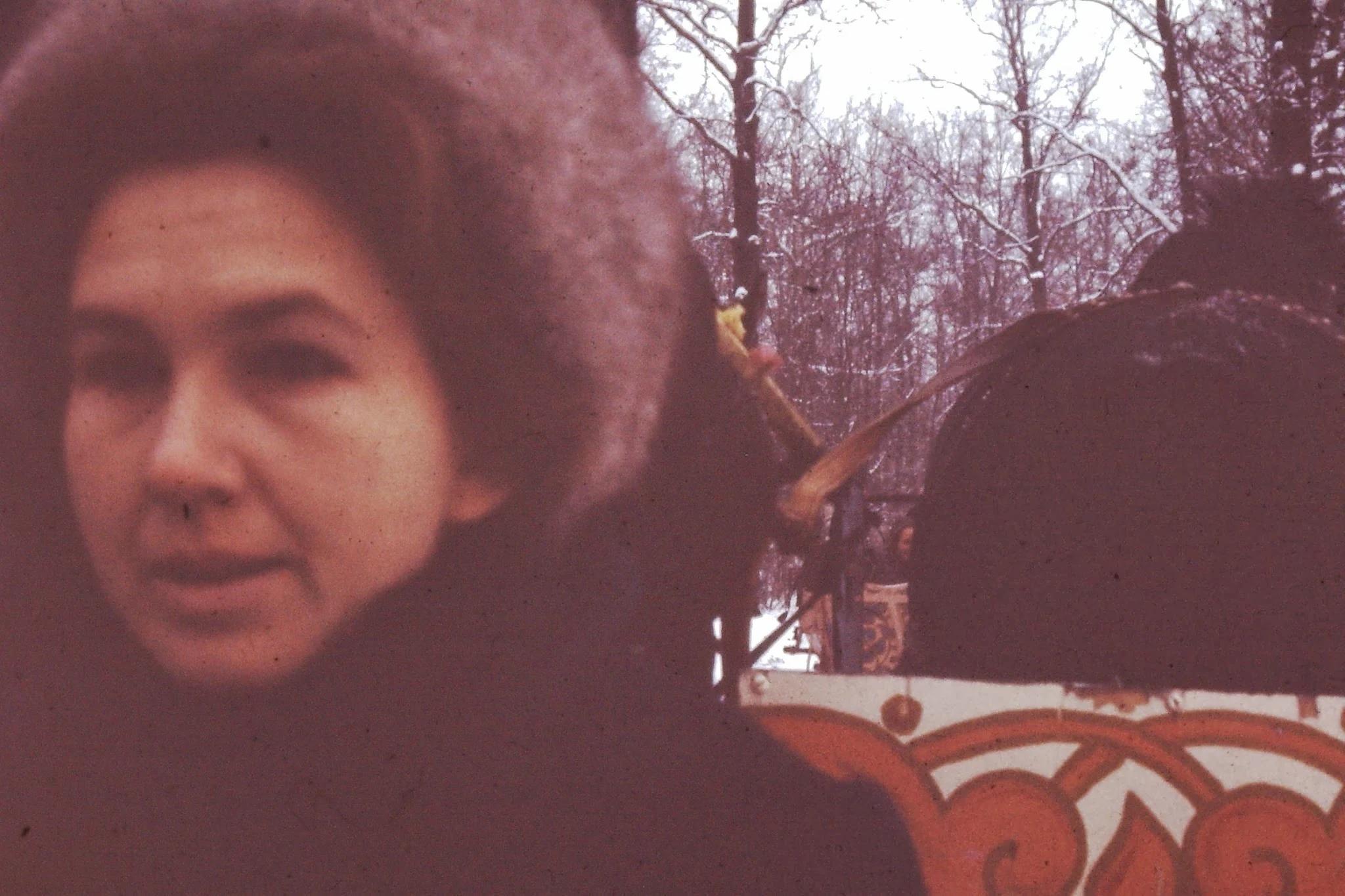 Фрэнсис Шейделл. Американка со своим мужем чем-то занимаются в Амстердамском университете. Оба совершают эту поездку из Нидерландов, потому что людям из Америки не разрешают ездить в Советский Союз
