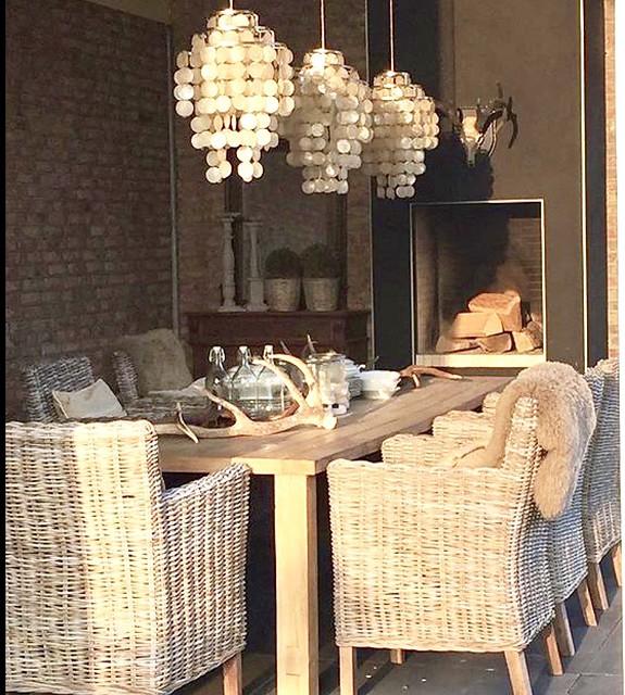 Lampen overkapping rieten stoelen
