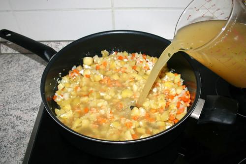 37 - Mit Hühnerbrühe ablöschen / Deglaze with chicken broth