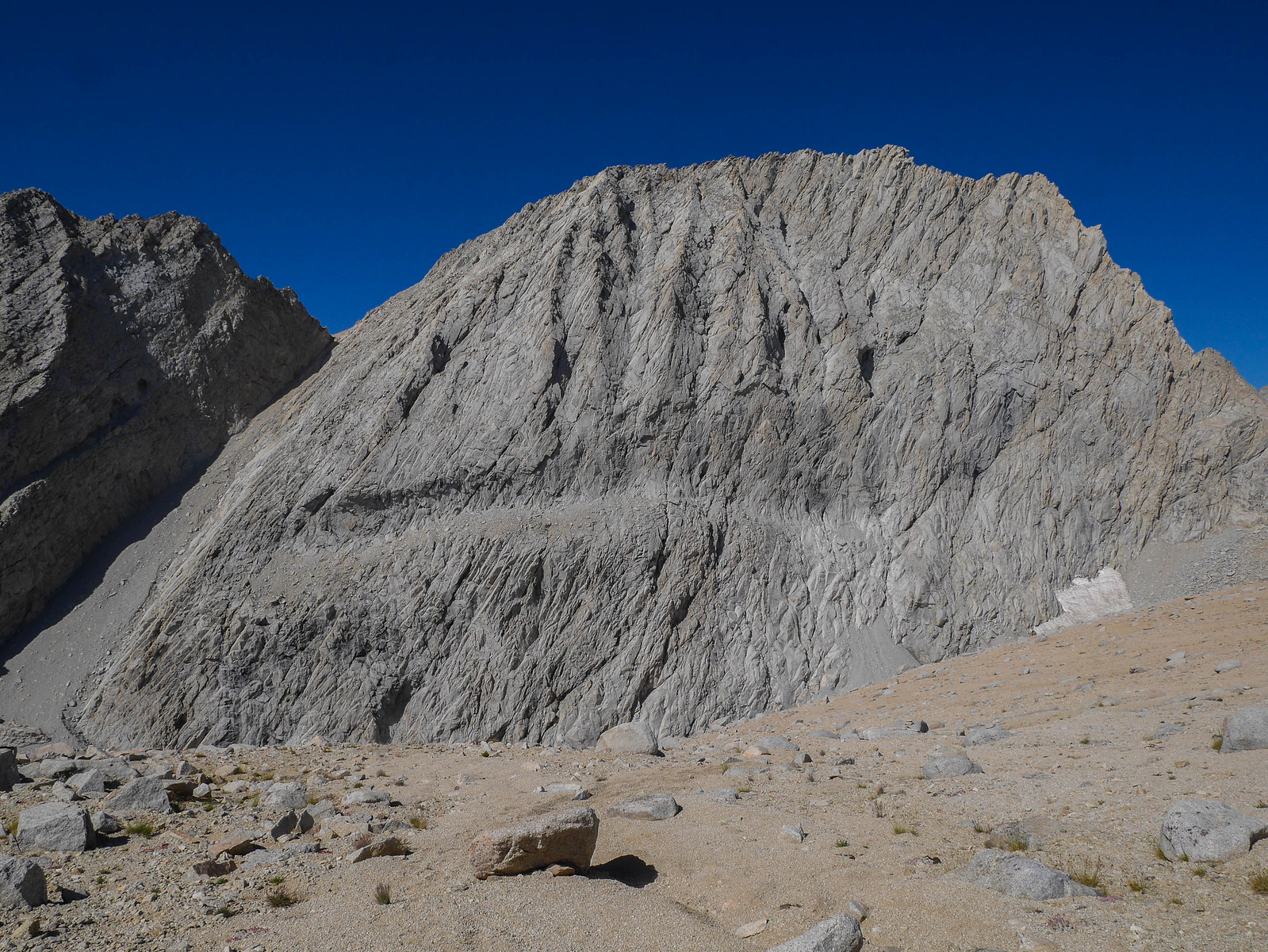 Hrmm looks like this sandy slope just falls off a cliff (Junction Peak behind the dropoff)