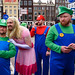 A squad of Luigis and Mario protect the Princess.