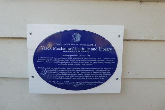 Photo of Yarck Hall and Yarck Mechanics' Institute and Library blue plaque