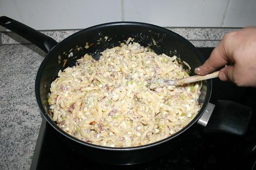 12 - Schafskäse schmelzen lassen / Let feta melt