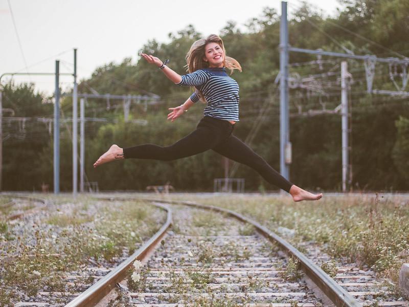 La jeune fille sur les rails! 30890650438_f4ee773f6e_c