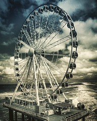 Gusty winds at #pierscheveningen #scheveningen