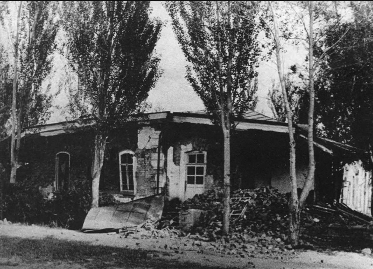 Флигель Губернаторского дома после землетрясения. 1887