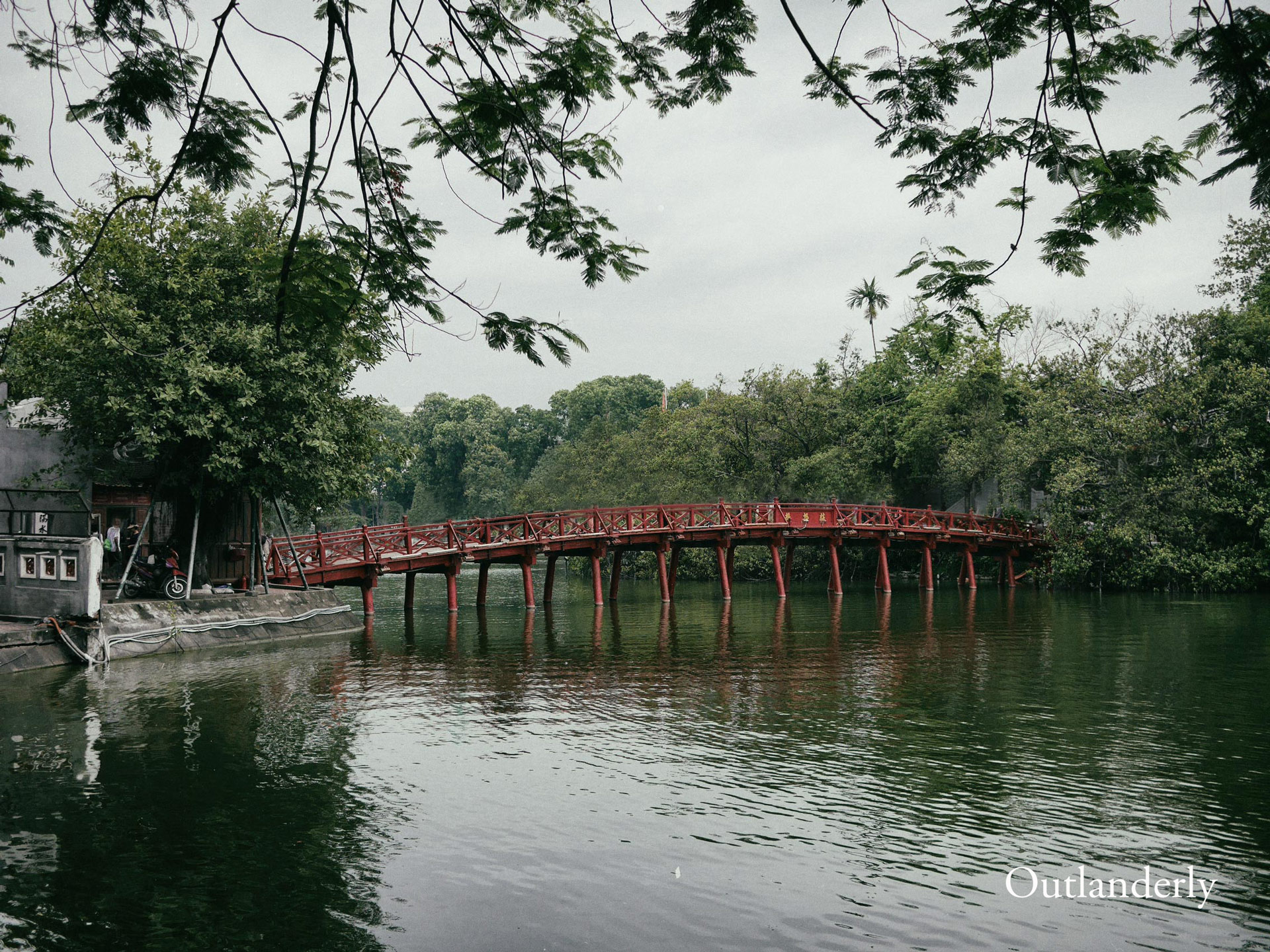 Hoan-Kiem-Lake-Outlanderly-Travel