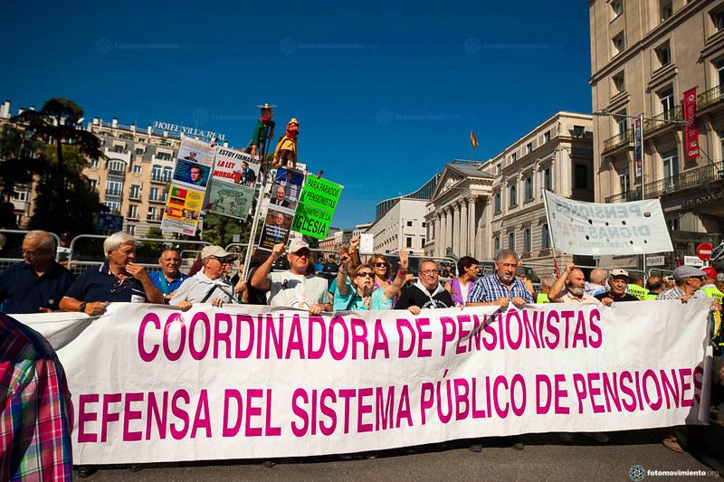 2018_09_19 Marea pensionista delante el Congreso_Tomás Calle(01)