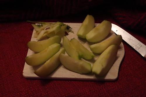 Kleiner Apfel vorm Schlafengehen (aufgeschnitten)