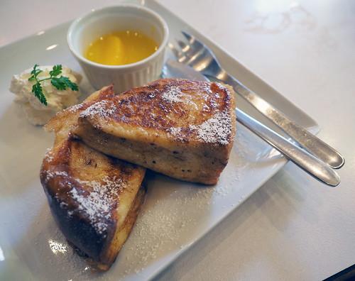 喫茶クレオパトラ・フレンチトーストで朝食