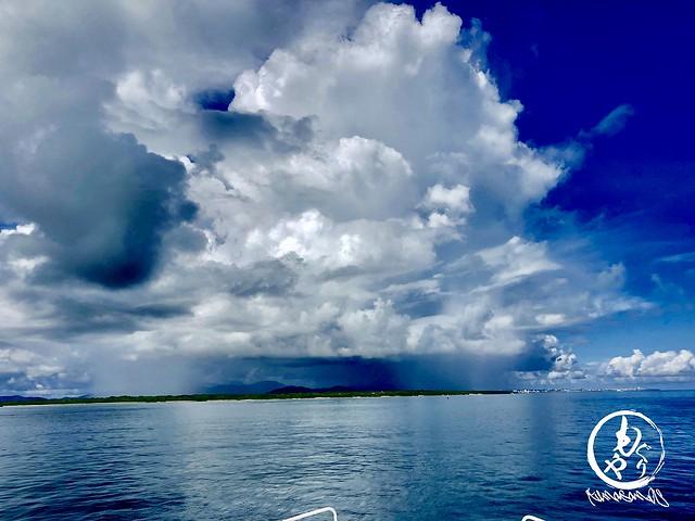 帰ろうとしたら石垣島はとんでもない雲に覆われてました。。