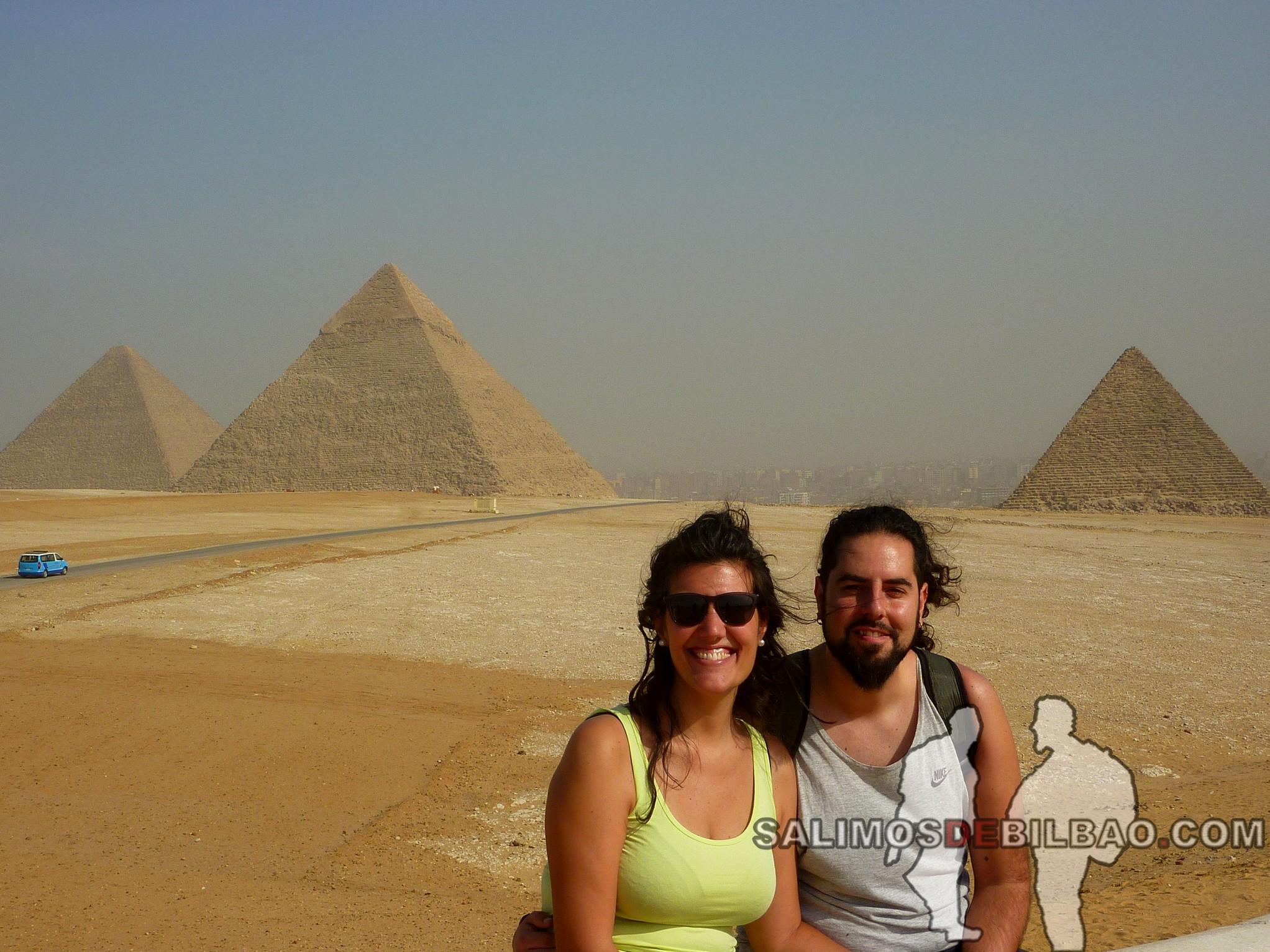 0143. Katz y Saioa, Pirámides de Giza