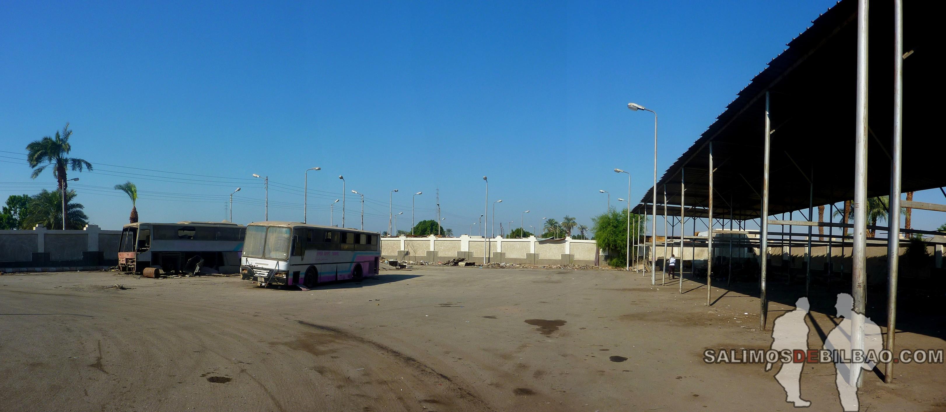 1061. Pano, Estación de autobuses de Qena