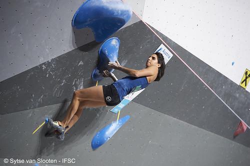 ifscwch-innsbruck-bouldersemifinals-women-friday-025-D4S_1367