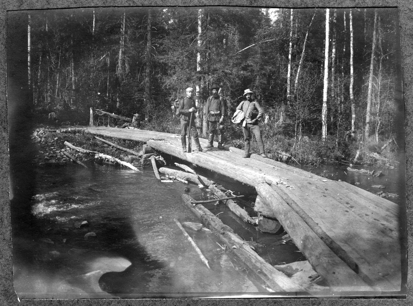 Путь на Кытлымский прииск на Урале через реку Березовку